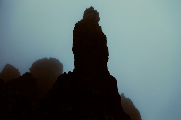 mountains-dark-rocks-silhouette-szinesszerk